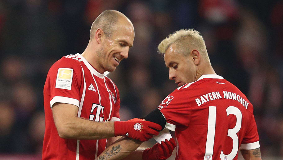 MUNICH, GERMANY - NOVEMBER 18: Arjen Robben of Bayern Muenchen goes off and gives the captains band to Rafinha of Bayern Muenchen during the Bundesliga match between FC Bayern Muenchen and FC Augsburg at Allianz Arena on November 18, 2017 in Munich, Germany. (Photo by Adam Pretty/Bongarts/Getty Images)
