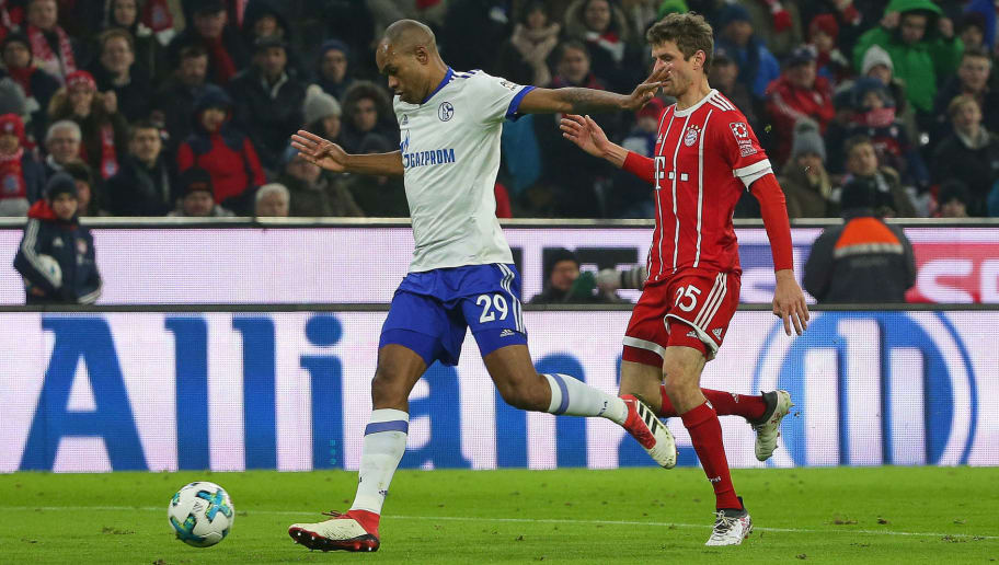 MUNICH, GERMANY - FEBRUARY 10: Naldo of Schalke and Thomas Mueller of Bayern Muenchen battle for the ball during the Bundesliga match between FC Bayern Muenchen and FC Schalke 04 at Allianz Arena on February 10, 2018 in Munich, Germany. (Photo by TF-Images/Getty Images)