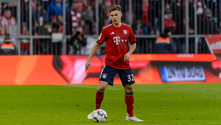 MUNICH, GERMANY - NOVEMBER 24: Joshua Kimmich of Bayern Muenchen controls the ball during the Bundesliga match between FC Bayern Muenchen and Fortuna Duesseldorf at Allianz Arena on November 24, 2018 in Munich, Germany. (Photo by TF-Images/Getty Images).