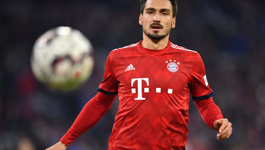 MUNICH, GERMANY - NOVEMBER 24: Mats Hummels of Bayern Muenchen looks after the ball during the Bundesliga match between FC Bayern Muenchen and Fortuna Duesseldorf at Allianz Arena on November 24, 2018 in Munich, Germany. (Photo by Sebastian Widmann/Bongarts/Getty Images)