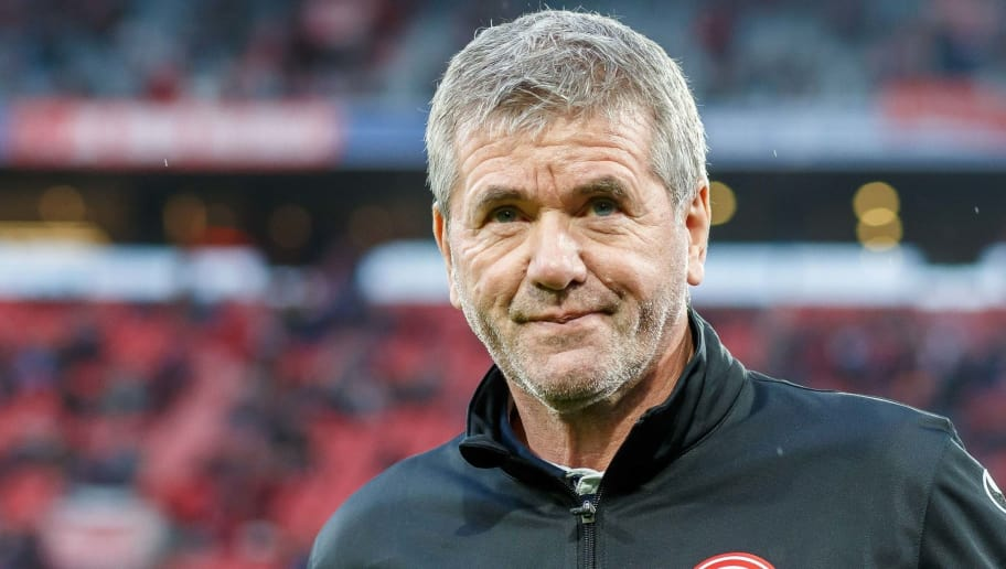 MUNICH, GERMANY - NOVEMBER 24: Head coach Friedhelm Funkel of Fortuna Duesseldorf looks on prior the Bundesliga match between FC Bayern Muenchen and Fortuna Duesseldorf at Allianz Arena on November 24, 2018 in Munich, Germany. (Photo by TF-Images/Getty Images)