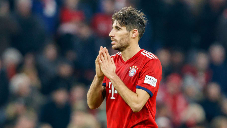 MUNICH, GERMANY - NOVEMBER 24: Javier Martinez of Bayern Muenchen gestures during the Bundesliga match between FC Bayern Muenchen and Fortuna Duesseldorf at Allianz Arena on November 24, 2018 in Munich, Germany. (Photo by TF-Images/Getty Images)