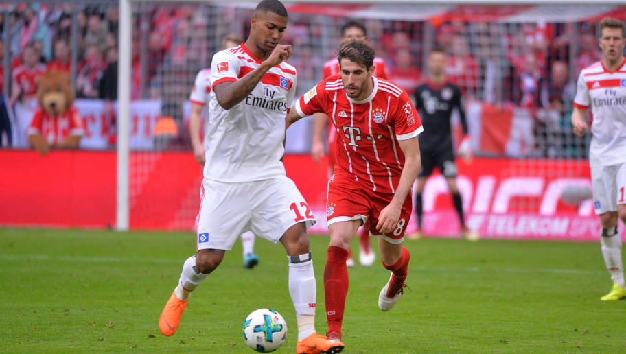 MUNICH, GERMANY - MARCH 10: Walace Souza Silva of Hamburg and Javi Martinez of Bayern Muenchen battle for the ball during the Bundesliga match between FC Bayern Muenchen and Hamburger SV at Allianz Arena on March 10, 2018 in Munich, Germany. (Photo by TF-Images/TF-Images via Getty Images)