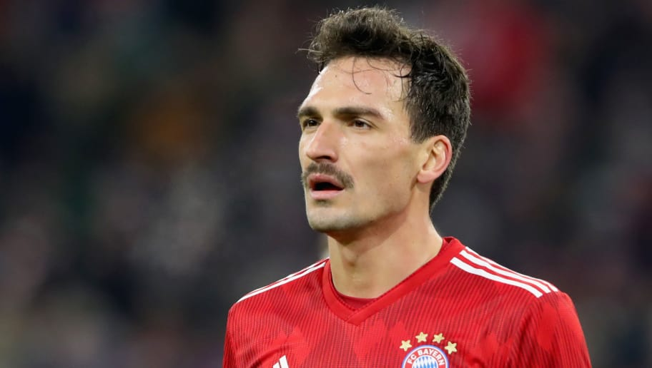 MUNICH, GERMANY - DECEMBER 19:  Mats Hummels of Bayern Muenchen looks on during the Bundesliga match between FC Bayern Muenchen and RB Leipzig at Allianz Arena on December 19, 2018 in Munich, Germany.  (Photo by Alexander Hassenstein/Bongarts/Getty Images)