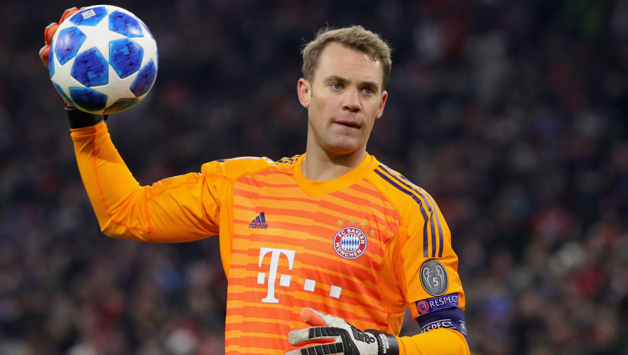 MUNICH, GERMANY - NOVEMBER 27:  Manuel Neuer, keeper of FC Bayern Muenchen holds the ball during the Group E match of the UEFA Champions League between FC Bayern Muenchen and SL Benfica at Allianz Arena on November 27, 2018 in Munich, Germany.  (Photo by Alexander Hassenstein/Bongarts/Getty Images)