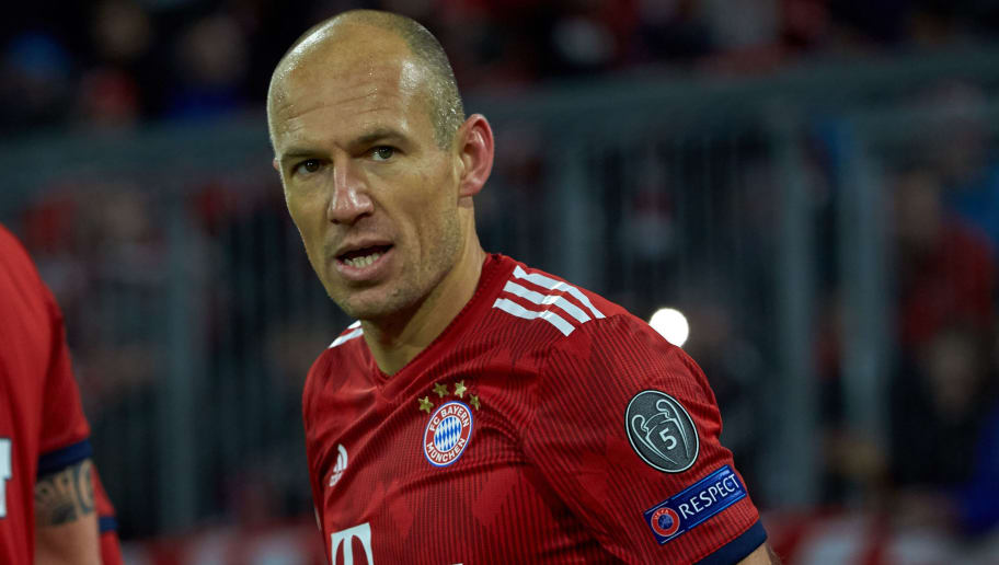 MUNICH, GERMANY - NOVEMBER 27: Arjen Robben of Bayern Muenchen celebrates after scoring his team's first goal with team mates during the Group E match of the UEFA Champions League between FC Bayern Muenchen and SL Benfica at Allianz Arena on November 27, 2018 in Munich, Germany. (Photo by TF-Images/Getty Images)