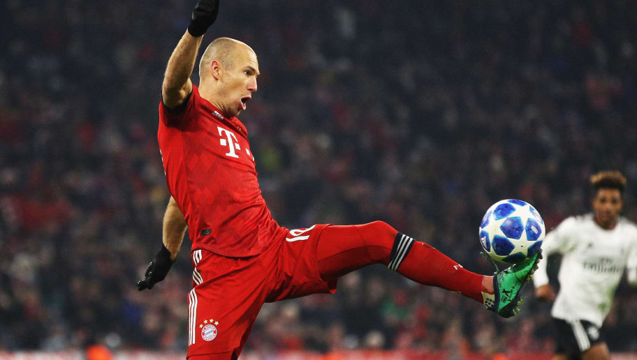MUNICH, GERMANY - NOVEMBER 27:  Arjen Robben of Bayern Munich controls the ball during the Group E match of the UEFA Champions League between FC Bayern Muenchen and SL Benfica at Allianz Arena on November 27, 2018 in Munich, Germany. (Photo by Adam Pretty/Getty Images)