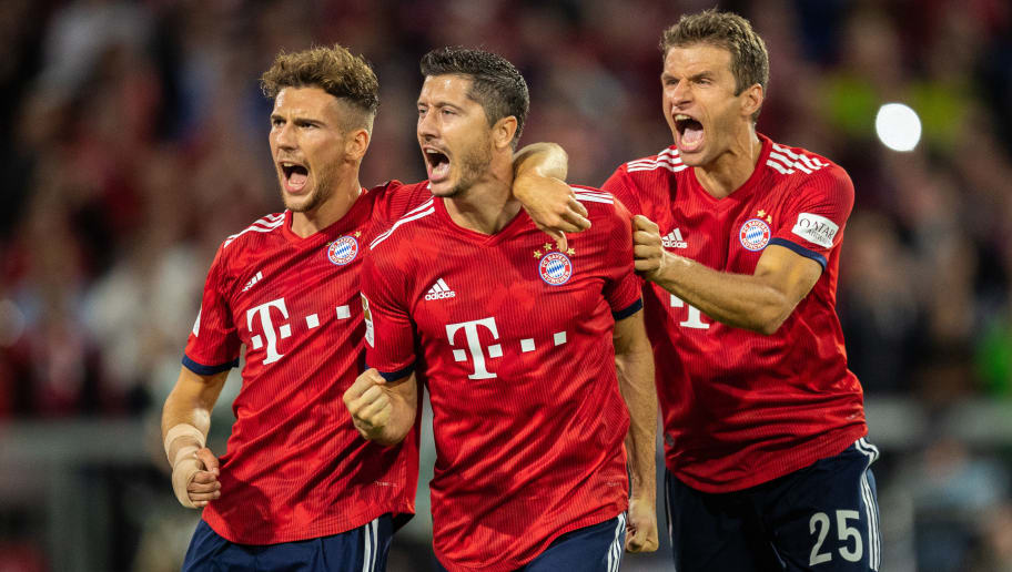 MUNICH, GERMANY - AUGUST 24: Robert Lewandowski of FC Bayern Muenchen celebrates with team mates after scoring his team's second goal by penalty during the Bundesliga match between FC Bayern Muenchen and TSG 1899 Hoffenheim at Allianz Arena on August 24, 2018 in Munich, Germany. (Photo by Boris Streubel/Getty Images)