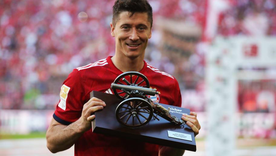 2868e315364 MUNICH, GERMANY - MAY 12: Robert Lewandowski of Bayern Muenchen celebrates  with the award