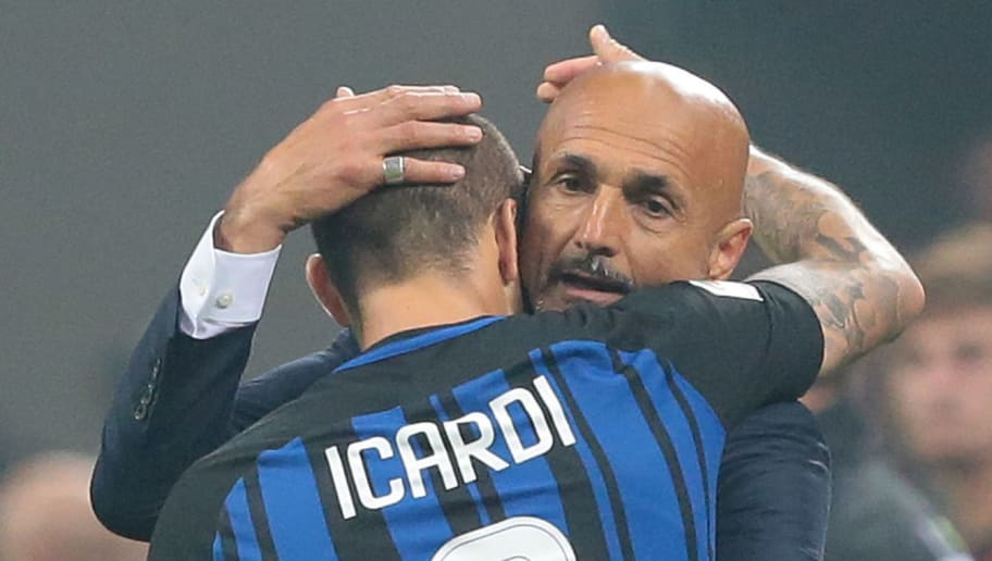 MILAN, ITALY - OCTOBER 15:  FC Internazionale Milano coach Luciano Spalletti (R) celebrates the victory with Mauro Emanuel Icardi at the end of the Serie A match between FC Internazionale and AC Milan at Stadio Giuseppe Meazza on October 15, 2017 in Milan, Italy.  (Photo by Emilio Andreoli/Getty Images)