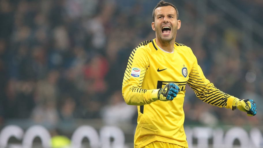 MILAN, ITALY - OCTOBER 15:  Samir Handanovic of FC Internazionale Milano celebrates after his team-mate Mauro Emanuel Icardi scored during the Serie A match between FC Internazionale and AC Milan at Stadio Giuseppe Meazza on October 15, 2017 in Milan, Italy.  (Photo by Emilio Andreoli/Getty Images)