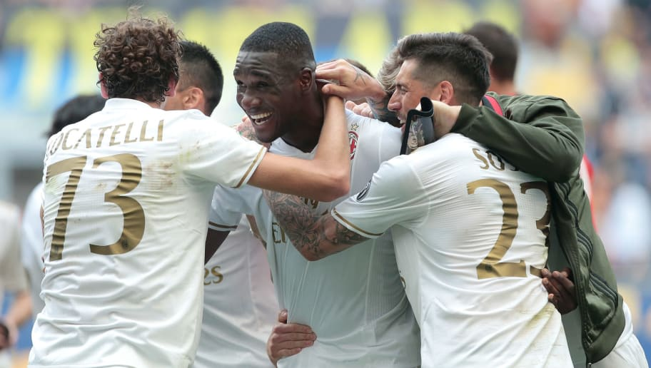 MILAN, ITALY - APRIL 15:  Cristian Zapata of AC Milan (C) celebrates his goal with his team-mates during the Serie A match between FC Internazionale and AC Milan at Stadio Giuseppe Meazza on April 15, 2017 in Milan, Italy.  (Photo by Emilio Andreoli/Getty Images )