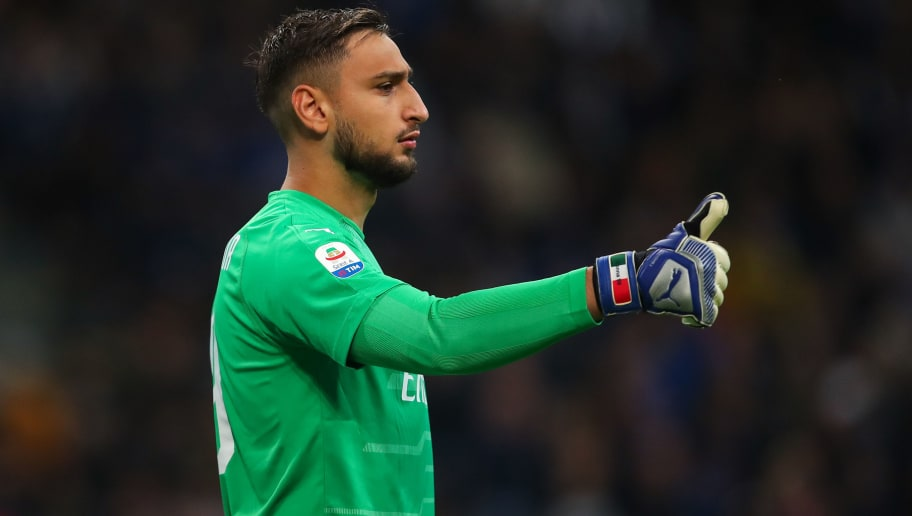 MILAN, ITALY - OCTOBER 21: Gianluigi Donnarumma of AC Milan during the Serie A match between FC Internazionale and AC Milan at Stadio Giuseppe Meazza on October 21, 2018 in Milan, Italy. (Photo by Robbie Jay Barratt - AMA/Getty Images)