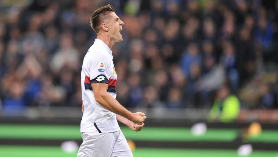 MILAN, ITALY - NOVEMBER 03: Krzysztof Piatek of Genoa reacts during the Serie A match between FC Internazionale and Genoa CFC at Stadio Giuseppe Meazza on November 3, 2018 in Milan, Italy. (Photo by Norbert Barczyk/PressFocus/MB Media/Getty Images)