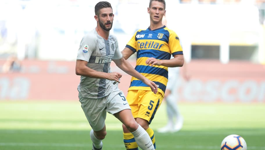 MILAN, ITALY - SEPTEMBER 15:  Roberto Gagliardini of FC Internazionale in action during the serie A match between FC Internazionale and Parma Calcio at Stadio Giuseppe Meazza on September 15, 2018 in Milan, Italy.  (Photo by Emilio Andreoli/Getty Images)