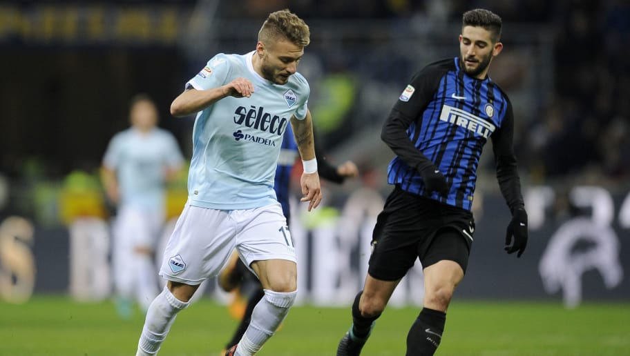 MILAN, MILANO - DECEMBER 30:  Ciro Immobile of SS Lazio compete for the ball with Roberto Gagliardini of FC Internazionale during the serie A match between FC Internazionale and SS Lazio at Stadio Giuseppe Meazza on December 30, 2017 in Milan, Italy.  (Photo by Marco Rosi/Getty Images )
