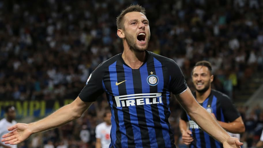MILAN, ITALY - AUGUST 26:  Stefan De Vrij of FC Internazionale celebrates his goal during the serie A match between FC Internazionale and Torino FC at Stadio Giuseppe Meazza on August 26, 2018 in Milan, Italy.  (Photo by Emilio Andreoli/Getty Images )