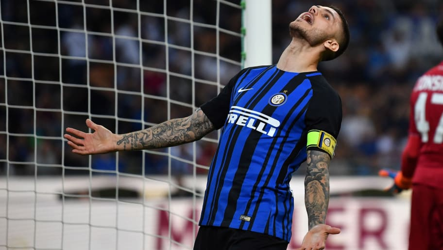 MILAN, ITALY - MAY 12:  Mauro Icardi of FC Internazionale reacts during the Serie A match between FC Internazionale and US Sassuolo at Stadio Giuseppe Meazza on May 12, 2018 in Milan, Italy.  (Photo by Valerio Pennicino/Getty Images )