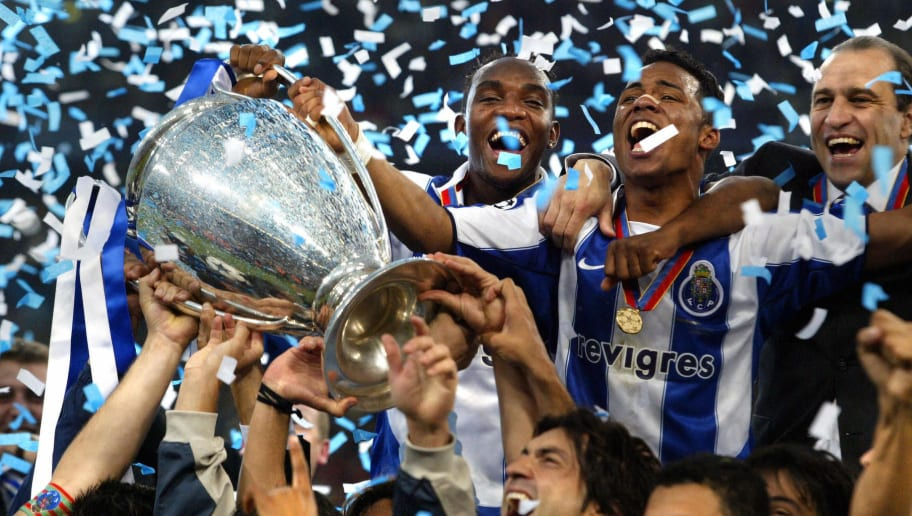 FC Porto's Benni McCarthy (top L) and Ca