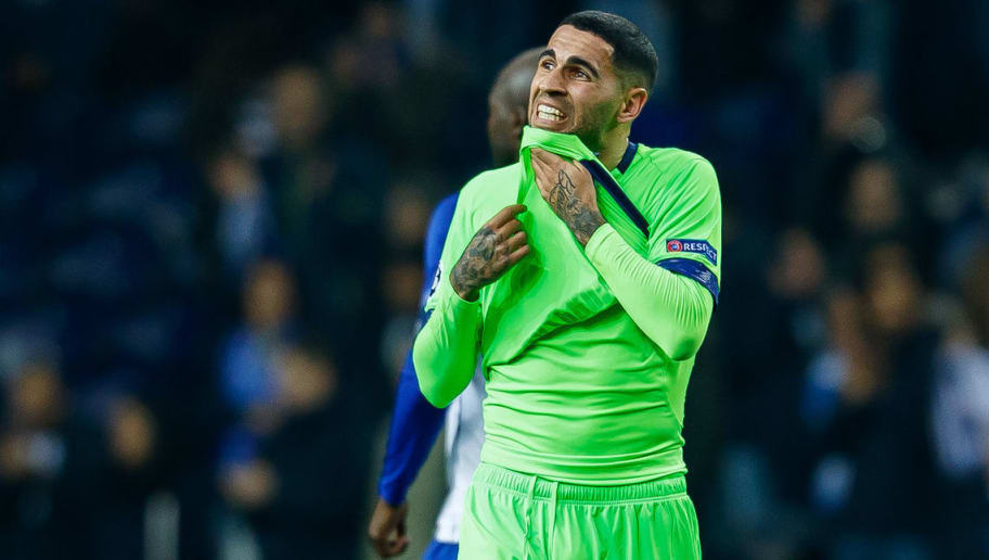 PORTO, PORTUGAL - NOVEMBER 28: Omar Mascarell of Schalke looks on during the Group D match of the UEFA Champions League between FC Porto and FC Schalke 04 at Estadio do Dragao on November 28, 2018 in Porto, Portugal. (Photo by TF-Images/TF-Images via Getty Images)