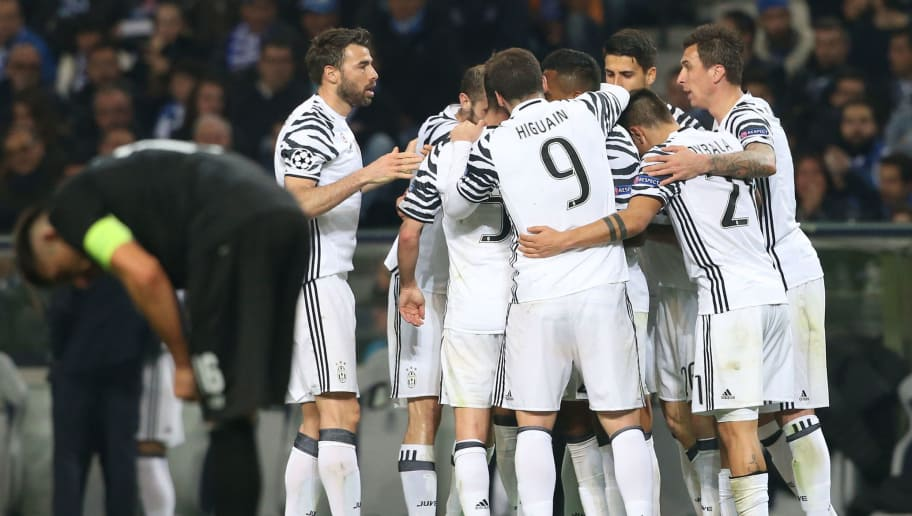 PORTO, PORTUGAL - FEBRUARY 22:  Juventus«s forward Marko Pjaca from Croacia celebrates with teammates after scoring a goal during the UEFA Champions League Round of 16 - First Leg match between FC Porto and Juventus at Estadio do Dragao on February 22, 2017 in Porto, Portugal.  (Photo by Gualter Fatia/Getty Images)
