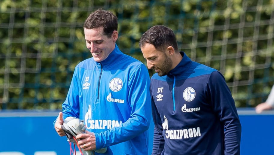 GELSENKIRCHEN, GERMANY - AUGUST 28: Head coach Domenico Tedesco of Schalke speak with Sebastian Rudy of Schalke during the FC Schalke 04 training session on August 28, 2018 in Gelsenkirchen, Germany. (Photo by TF-Images/Getty Images)
