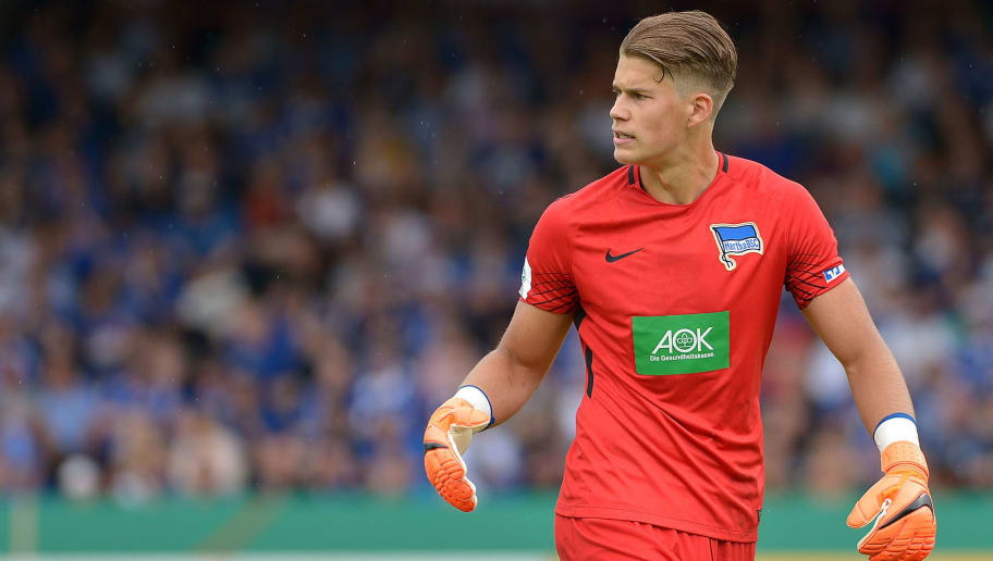 OBERHAUSEN, GERMANY - MAY 27: Goalkeeper Dennis Smarsch of Hertha looks on during the German A Juniors Championship final match between FC Schalke 04 U19 and Hertha BSC U19 at Stadion Niederrhein on May 27, 2018 in Oberhausen, Germany. (Photo by TF-Images/Getty Images)