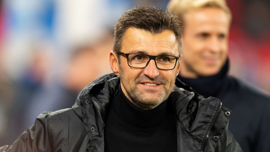 GELSENKIRCHEN, GERMANY - NOVEMBER 24: Head coach Michael Koellner of Nuernberg looks on prior the Bundesliga match between FC Schalke 04 and 1. FC Nuernberg at Veltins-Arena on November 24, 2018 in Gelsenkirchen, Germany. (Photo by TF-Images/Getty Images)