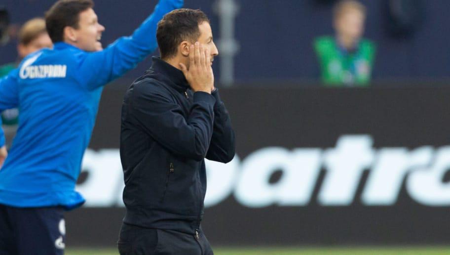 GELSENKIRCHEN, GERMANY - SEPTEMBER 29: Manager Domenico Tedesco of Schalke reacts during the Bundesliga match between FC Schalke 04 and 1. FSV Mainz 05 at Veltins-Arena on September 29, 2018 in Gelsenkirchen, Germany. (Photo by Juergen Schwarz/Bongarts/Getty Images)