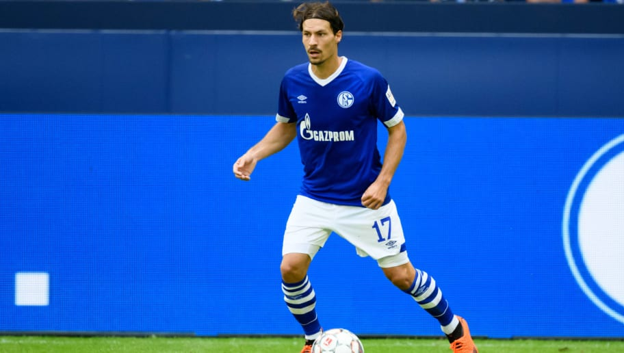 GELSENKIRCHEN, GERMANY - AUGUST 11: Benjamin Stambouli of Schalke controls the ball during the friendly match between FC Schalke 04 and AFC Fiorentina at Veltins Arena on August 11, 2018 in Gelsenkirchen, Germany. (Photo by TF-Images/Getty Images)