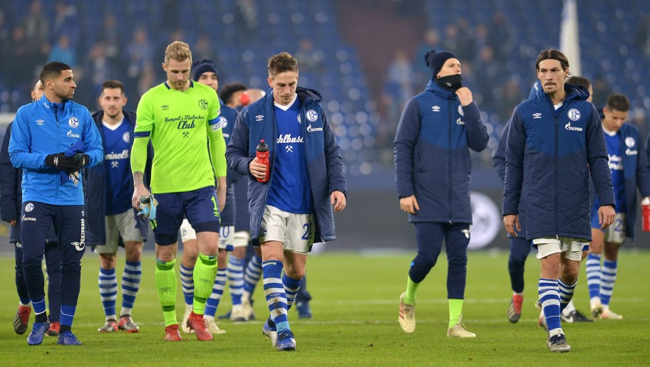 GELSENKIRCHEN, GERMANY - DECEMBER 19: Players of FC  Schalke 04 look dejected after the Bundesliga match between FC Schalke 04 and Bayer 04 Leverkusen at Veltins-Arena on December 19, 2018 in Gelsenkirchen, Germany. (Photo by TF-Images/TF-Images via Getty Images)