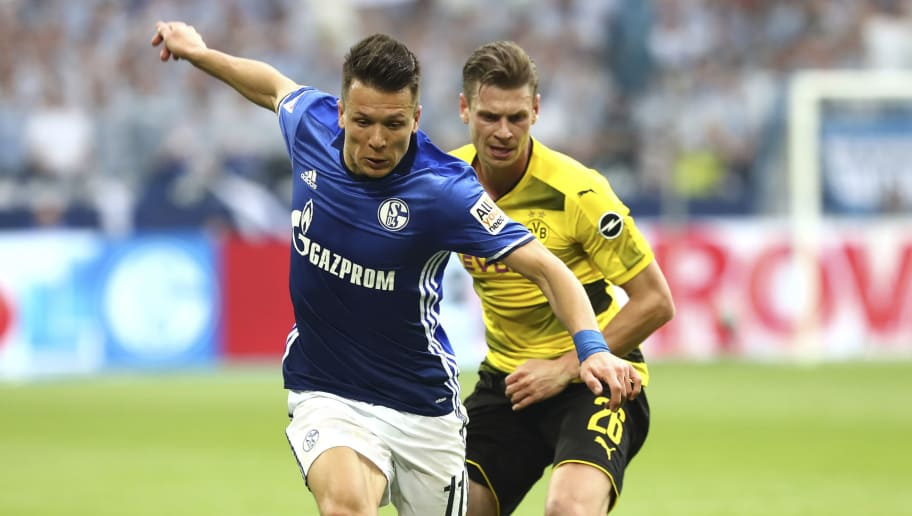 GELSENKIRCHEN, GERMANY - APRIL 15: Yevhen Konoplyanka of Schalke and Lukasz Piszczek of Dortmund battle for the ball during the Bundesliga match between FC Schalke 04 and Borussia Dortmund at Veltins-Arena on April 15, 2018 in Gelsenkirchen, Germany. (Photo by TF-Images/Getty Images)