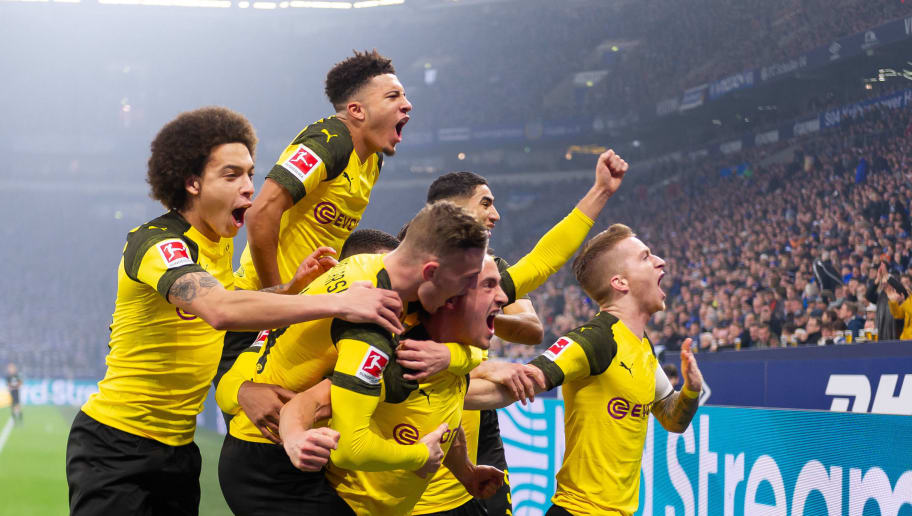 GELSENKIRCHEN, GERMANY - DECEMBER 08: Thomas Delaney of Dortmund celebrates after scoring his team's first goal with team mates during the Bundesliga match between FC Schalke 04 and Borussia Dortmund at the Veltins Arena on December 08, 2018 in Dortmund, Germany. (Photo by TF-Images/TF-Images via Getty Images)