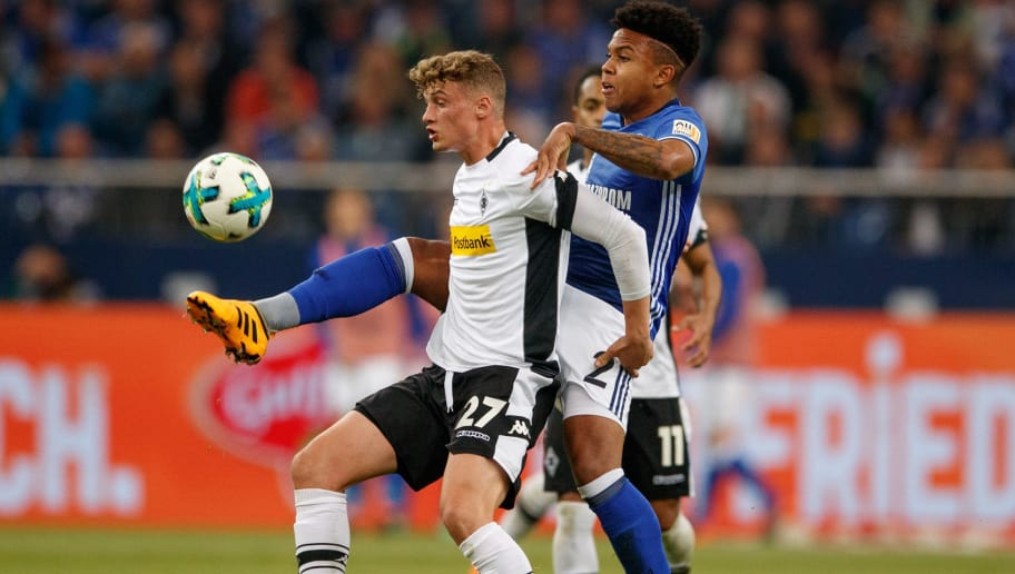 GELSENKIRCHEN, GERMANY - APRIL 28: Mickael Cuisance of Moenchengladbach is challanged by Weston McKennie of Schalke during the Bundesliga match between FC Schalke 04 and Borussia Moenchengladbach at Veltins-Arena on April 28, 2018 in Gelsenkirchen, Germany.  (Photo by Lars Baron/Bongarts/Getty Images)