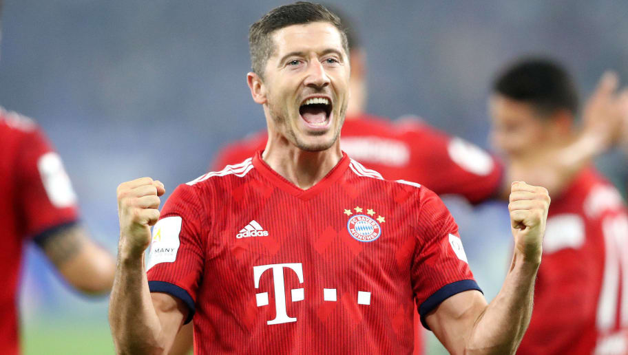 GELSENKIRCHEN, GERMANY - SEPTEMBER 22:  Robert Lewandowski of Bayern Munich celebrates after scoring his team's second goal during the Bundesliga match between FC Schalke 04 and FC Bayern Muenchen at Veltins-Arena on September 22, 2018 in Gelsenkirchen, Germany.  (Photo by Christof Koepsel/Bongarts/Getty Images)