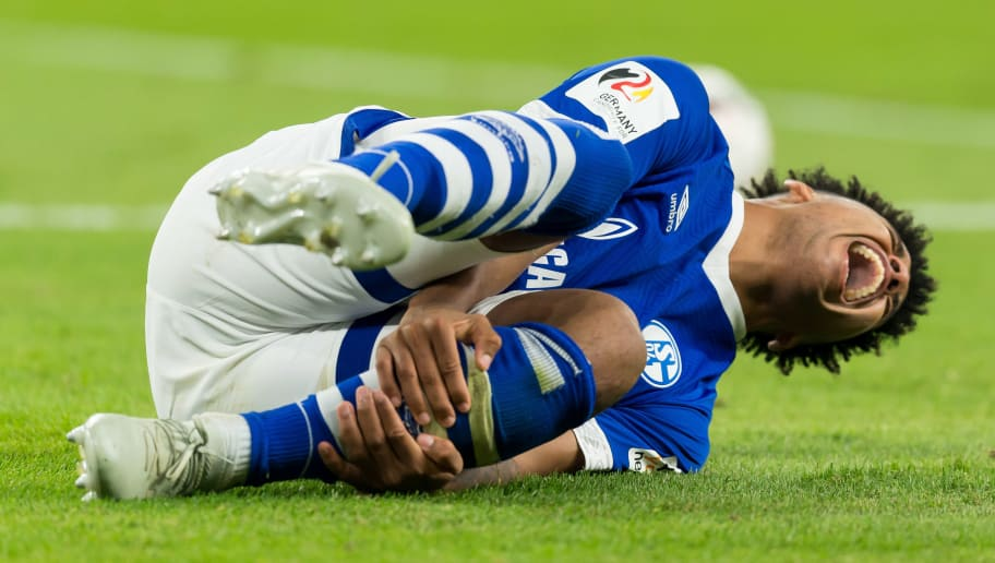 GELSENKIRCHEN, GERMANY - SEPTEMBER 22: Weston McKennie of FC Schalke injured during the Bundesliga match between FC Schalke 04 and FC Bayern Muenchen at Veltins-Arena on September 22, 2018 in Gelsenkirchen, Germany. (Photo by TF-Images/Getty Images)