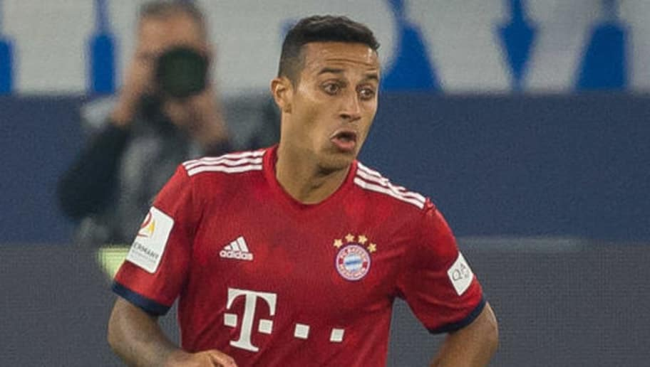 GELSENKIRCHEN, GERMANY - SEPTEMBER 22: Thiago of Bayern Muenchen controls the ball during the Bundesliga match between FC Schalke 04 and FC Bayern Muenchen at Veltins-Arena on September 22, 2018 in Gelsenkirchen, Germany. (Photo by TF-Images/Getty Images)