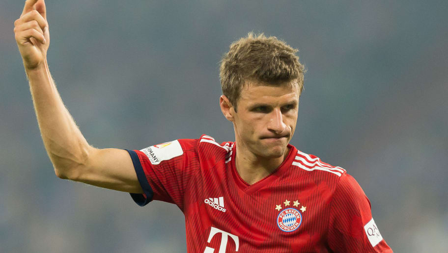 GELSENKIRCHEN, GERMANY - SEPTEMBER 22: Thomas Mueller of Bayern Muenchen gestures during the Bundesliga match between FC Schalke 04 and FC Bayern Muenchen at Veltins-Arena on September 22, 2018 in Gelsenkirchen, Germany. (Photo by TF-Images/Getty Images)