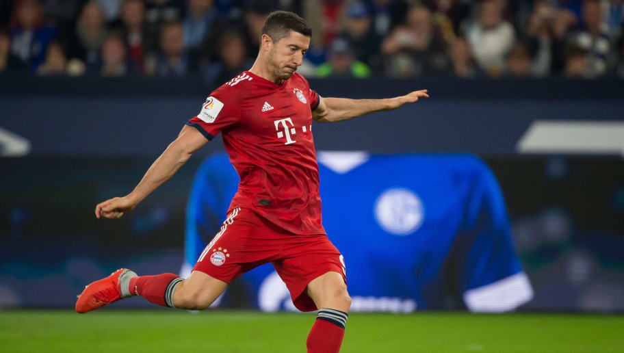 GELSENKIRCHEN, GERMANY - SEPTEMBER 22: Robert Lewandowski of Bayern Muenchen scores the team`s second goal during the Bundesliga match between FC Schalke 04 and FC Bayern Muenchen at Veltins-Arena on September 22, 2018 in Gelsenkirchen, Germany. (Photo by TF-Images/Getty Images)