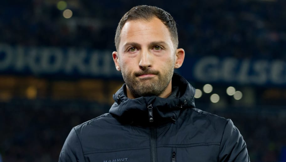 GELSENKIRCHEN, GERMANY - SEPTEMBER 22: Head coach Domenico Tedesco of FC Schalke looks dejected during the Bundesliga match between FC Schalke 04 and FC Bayern Muenchen at Veltins-Arena on September 22, 2018 in Gelsenkirchen, Germany. (Photo by TF-Images/Getty Images)