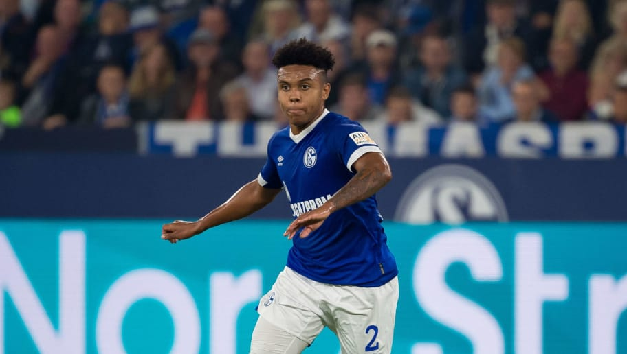 GELSENKIRCHEN, GERMANY - SEPTEMBER 22: Weston McKennie of FC Schalke controls the ball during the Bundesliga match between FC Schalke 04 and FC Bayern Muenchen at Veltins-Arena on September 22, 2018 in Gelsenkirchen, Germany. (Photo by TF-Images/Getty Images)