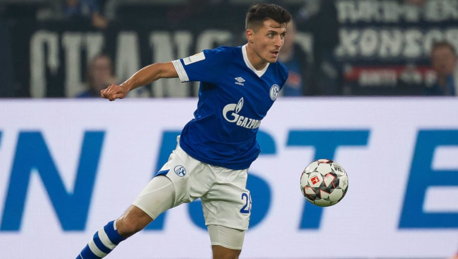 GELSENKIRCHEN, GERMANY - SEPTEMBER 22: Alessandro Schoepf of FC Schalke controls the ball during the Bundesliga match between FC Schalke 04 and FC Bayern Muenchen at Veltins-Arena on September 22, 2018 in Gelsenkirchen, Germany. (Photo by TF-Images/Getty Images)
