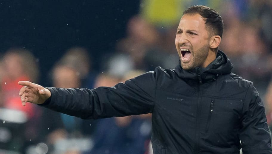 GELSENKIRCHEN, GERMANY - SEPTEMBER 22: Head coach Domenico Tedesco of Schalke gestures during the Bundesliga match between FC Schalke 04 and FC Bayern Muenchen at Veltins-Arena on September 22, 2018 in Gelsenkirchen, Germany. (Photo by TF-Images/Getty Images)