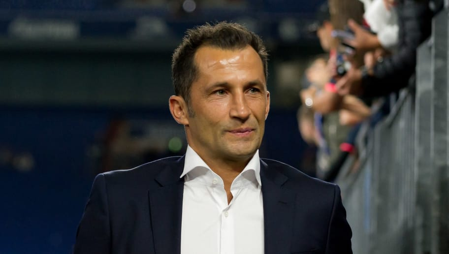 GELSENKIRCHEN, GERMANY - SEPTEMBER 22: Hasan Salihamidzic of Bayern Muenchen looks on prior the Bundesliga match between FC Schalke 04 and FC Bayern Muenchen at Veltins-Arena on September 22, 2018 in Gelsenkirchen, Germany. (Photo by TF-Images/Getty Images)