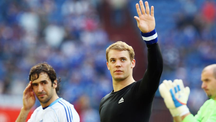 GELSENKIRCHEN, GERMANY - MAY 07: Goalkeeper Manuel Neuer of Schalke waves to supporters after the Bundesliga match between FC Schalke 04 and FSV Mainz 05 at Veltins Arena on May 7, 2011 in Gelsenkirchen, Germany.  (Photo by Alex Grimm/Bongarts/Getty Images)