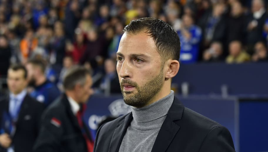 GELSENKIRCHEN, GERMANY - NOVEMBER 06: head coach Domenico Tedesco of Schalke looks on during the Group D match of the UEFA Champions League between FC Schalke 04 and Galatasaray at Veltins-Arena on November 6, 2018 in Gelsenkirchen, Germany. (Photo by TF-Images/Getty Images)