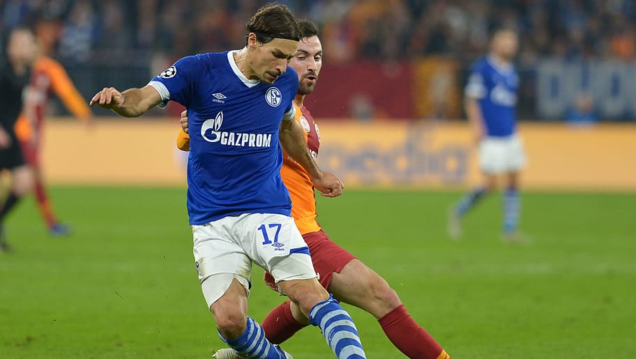 GELSENKIRCHEN, GERMANY - NOVEMBER 06: Benjamin Stambouli of Schalke and Sinan Guemues of Galatasaray battle for the ball during the Group D match of the UEFA Champions League between FC Schalke 04 and Galatasaray at Veltins-Arena on November 6, 2018 in Gelsenkirchen, Germany. (Photo by TF-Images/Getty Images)