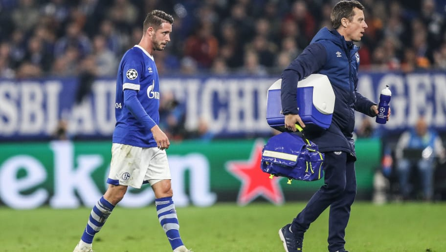 GELSENKIRCHEN, GERMANY - NOVEMBER 06: Mark Uth #7 of FC Schalke 04 leaves the pitch injured during the Group D match of the UEFA Champions League between FC Schalke 04 and Galatasaray at Veltins-Arena on November 6, 2018 in Gelsenkirchen, Germany. (Photo by Maja Hitij/Bongarts/Getty Images)