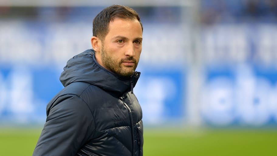 GELSENKIRCHEN, GERMANY - NOVEMBER 03: Head coach Domenico Tedesco of FC Schalke looks on prior the Bundesliga match between FC Schalke 04 and Hannover 96 at Veltins-Arena on November 3, 2018 in Gelsenkirchen, Germany. (Photo by TF-Images/Getty Images)