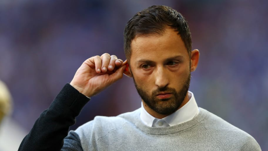 GELSENKIRCHEN, GERMANY - SEPTEMBER 02:  Domenico Tedesco, Manager of FC Schalke 04 looks on prior to the Bundesliga match between FC Schalke 04 and Hertha BSC at Veltins-Arena on September 2, 2018 in Gelsenkirchen, Germany.  (Photo by Dean Mouhtaropoulos/Bongarts/Getty Images)